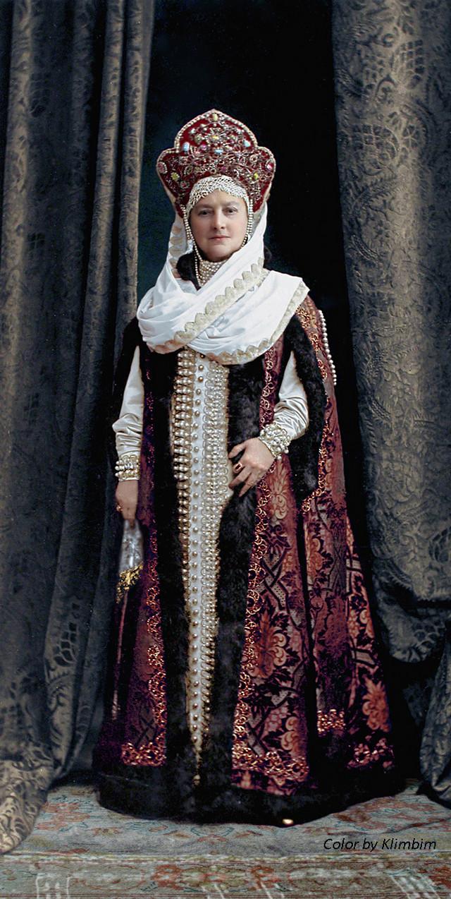 Великолепие костюмированного бала Романовых в раскрашенных фотографиях 1903 года 12
