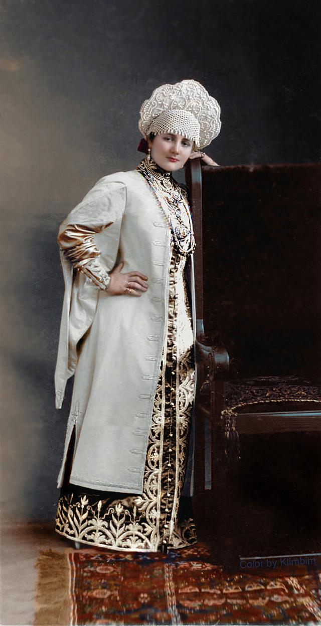 Великолепие костюмированного бала Романовых в раскрашенных фотографиях 1903 года 13