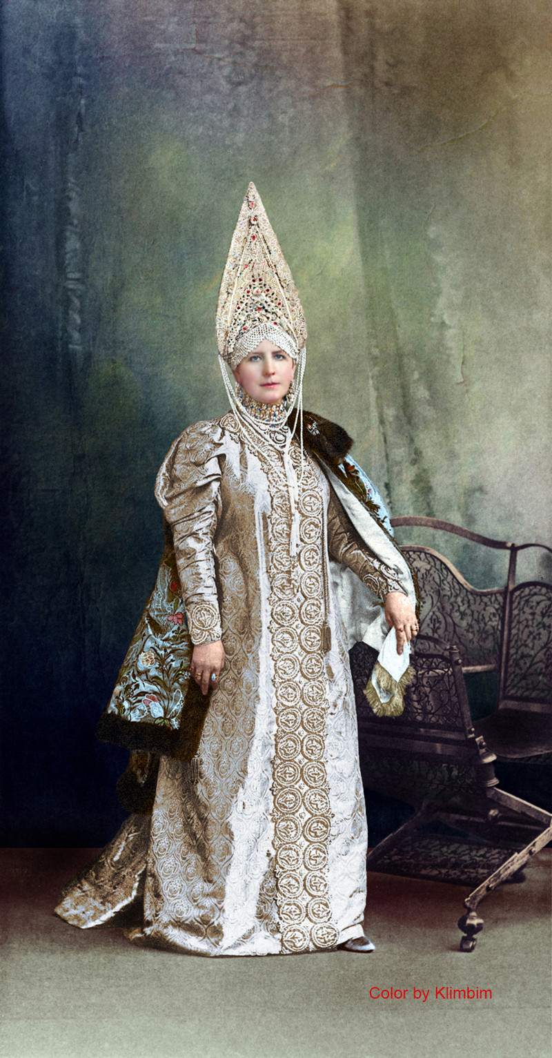 Великолепие костюмированного бала Романовых в раскрашенных фотографиях 1903 года 15