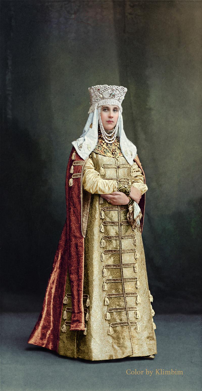 Великолепие костюмированного бала Романовых в раскрашенных фотографиях 1903 года 16