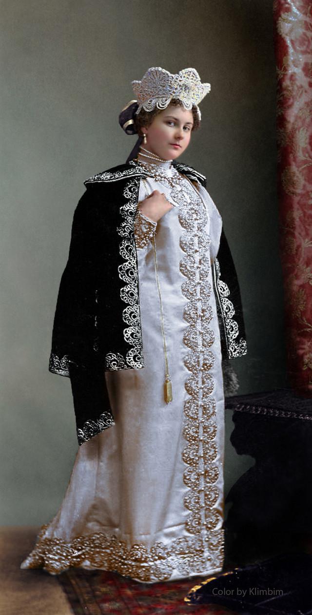 Великолепие костюмированного бала Романовых в раскрашенных фотографиях 1903 года 17