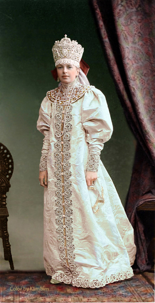 Великолепие костюмированного бала Романовых в раскрашенных фотографиях 1903 года 19