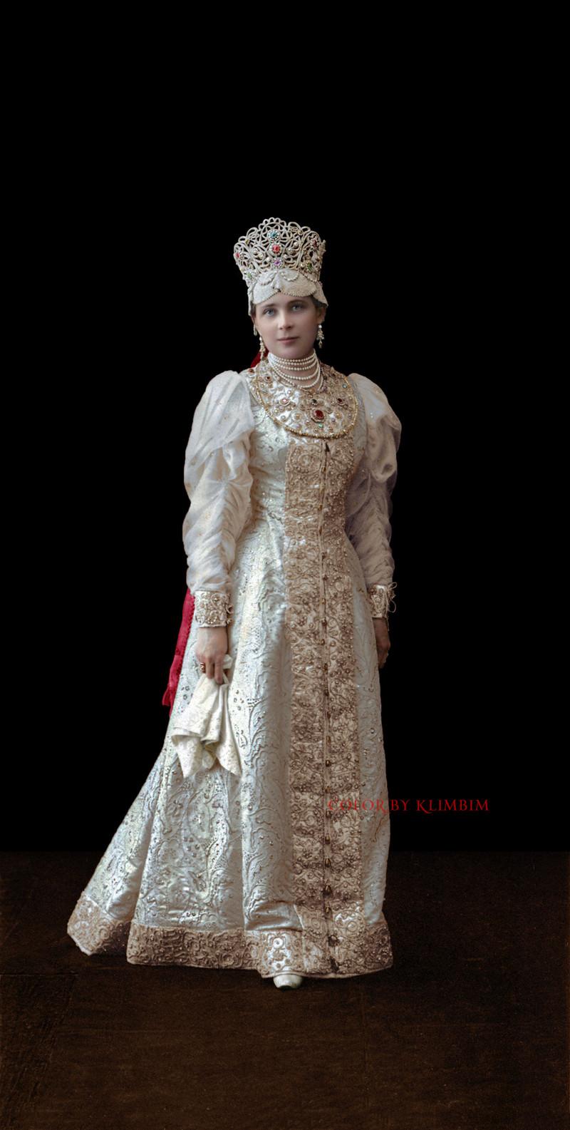Великолепие костюмированного бала Романовых в раскрашенных фотографиях 1903 года 2