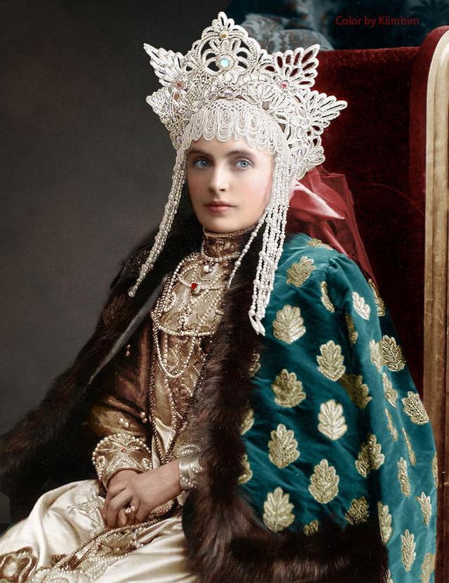 Великолепие костюмированного бала Романовых в раскрашенных фотографиях 1903 года 20