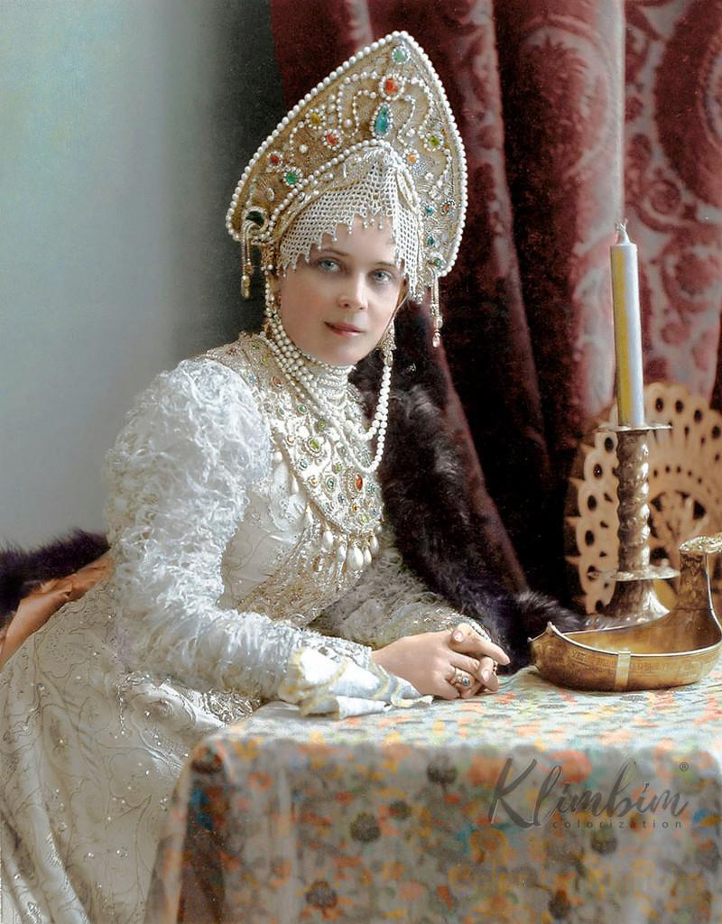 Великолепие костюмированного бала Романовых в раскрашенных фотографиях 1903 года 22