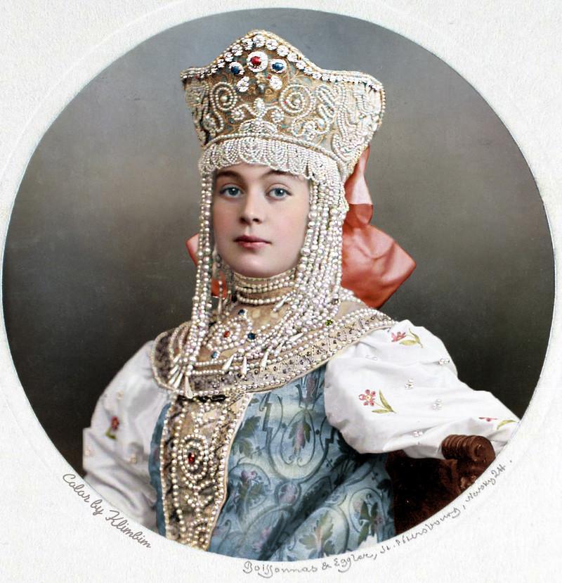 Великолепие костюмированного бала Романовых в раскрашенных фотографиях 1903 года 23