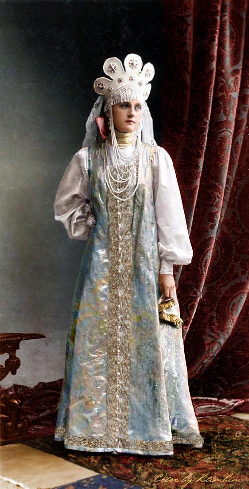 Великолепие костюмированного бала Романовых в раскрашенных фотографиях 1903 года 24