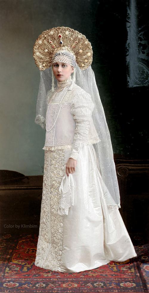 Великолепие костюмированного бала Романовых в раскрашенных фотографиях 1903 года 27