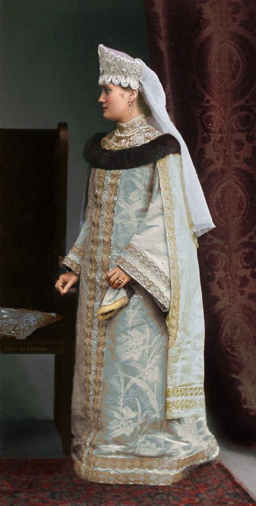 Великолепие костюмированного бала Романовых в раскрашенных фотографиях 1903 года 28