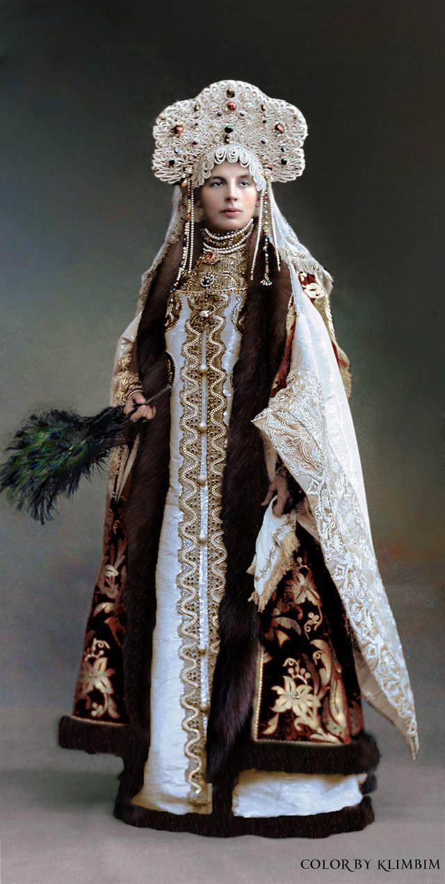 Великолепие костюмированного бала Романовых в раскрашенных фотографиях 1903 года 3