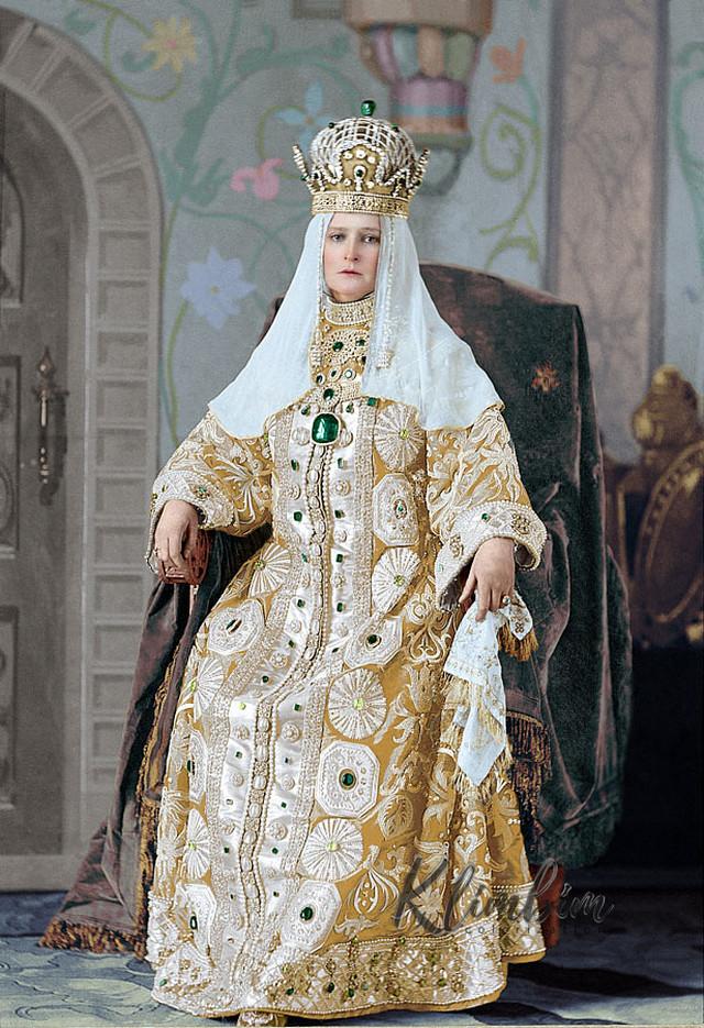 Великолепие костюмированного бала Романовых в раскрашенных фотографиях 1903 года 5