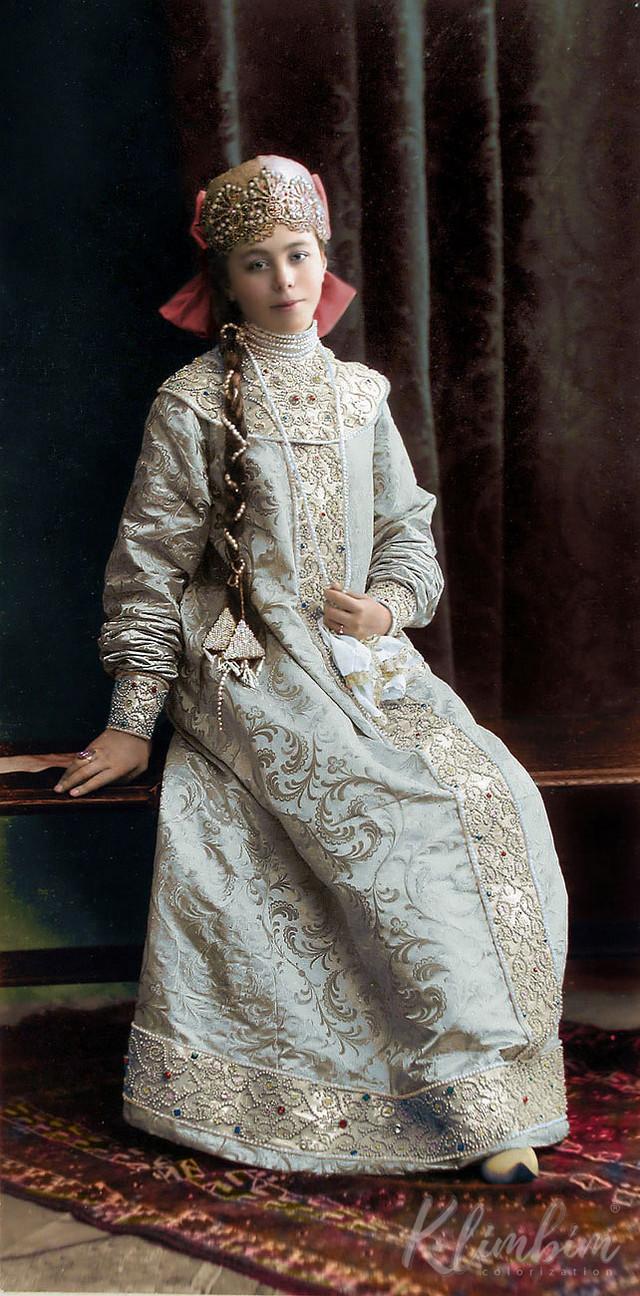 Великолепие костюмированного бала Романовых в раскрашенных фотографиях 1903 года 9