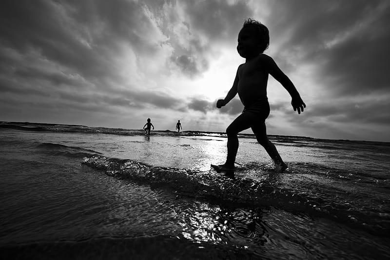 Свет, тени и силуэты: магия чёрно-белой уличной фотографии Гая Коэна 21