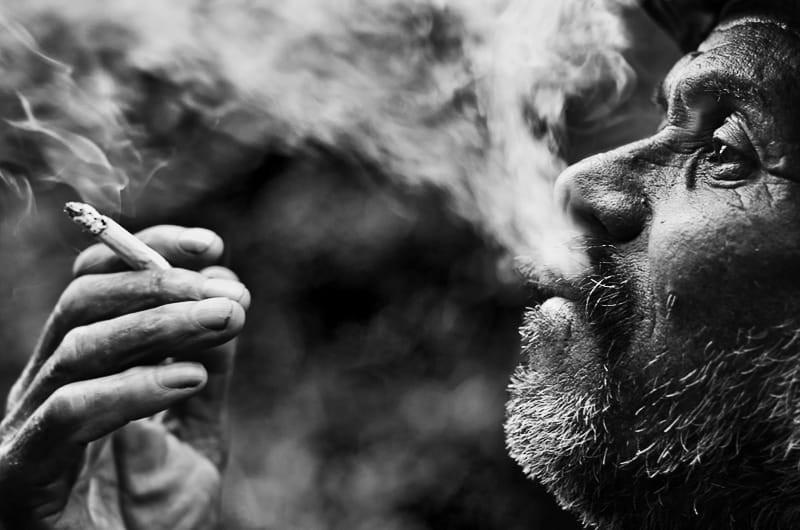 Свет, тени и силуэты: магия чёрно-белой уличной фотографии Гая Коэна 23