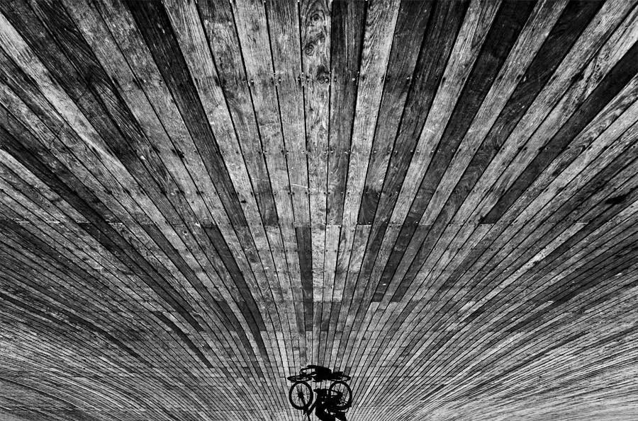 Свет, тени и силуэты: магия чёрно-белой уличной фотографии Гая Коэна 25