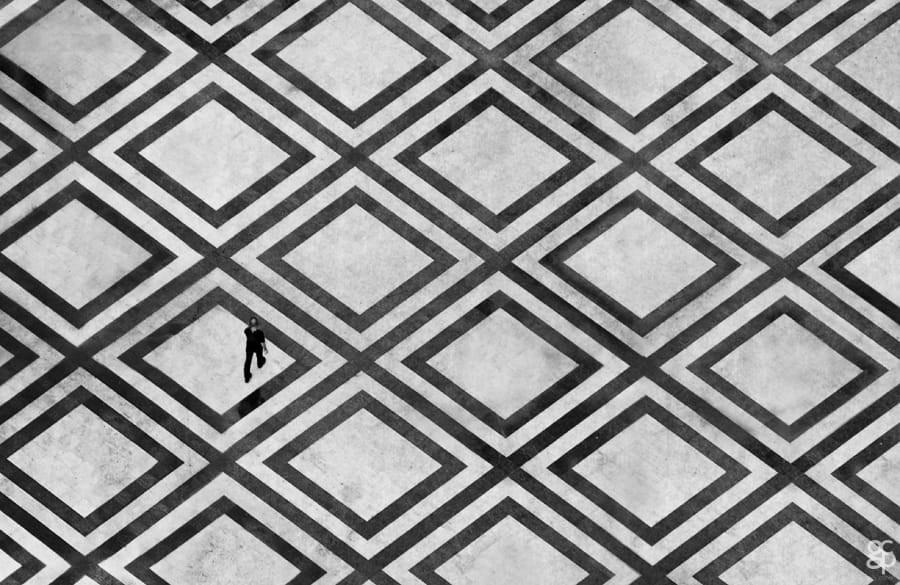 Свет, тени и силуэты: магия чёрно-белой уличной фотографии Гая Коэна 30