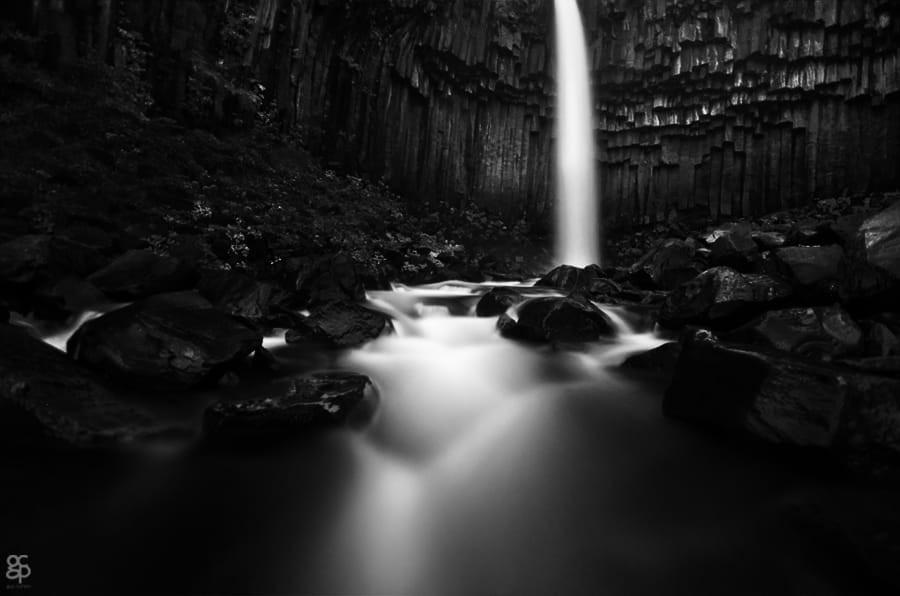 Свет, тени и силуэты: магия чёрно-белой уличной фотографии Гая Коэна 32