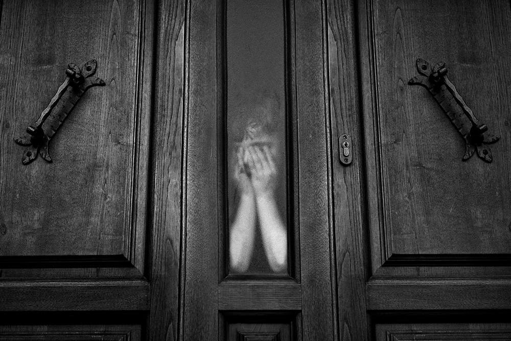 Свет, тени и силуэты: магия чёрно-белой уличной фотографии Гая Коэна 4