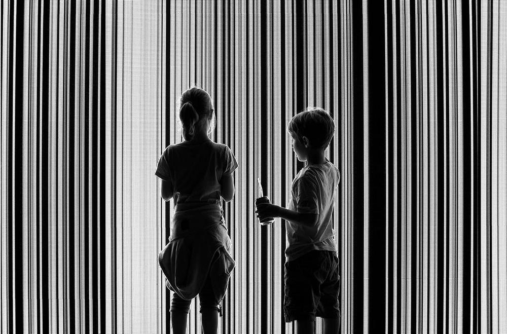 Свет, тени и силуэты: магия чёрно-белой уличной фотографии Гая Коэна 42