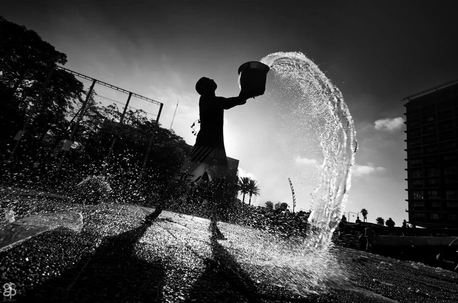 Свет, тени и силуэты: магия чёрно-белой уличной фотографии Гая Коэна 48