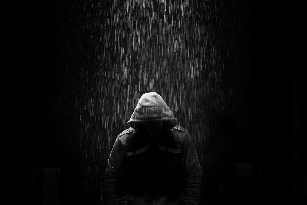 Свет, тени и силуэты: магия чёрно-белой уличной фотографии Гая Коэна 8