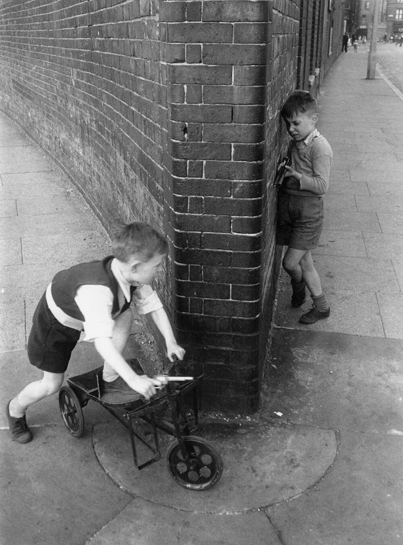 Британский фотожурналист Терстон Хопкинс 21