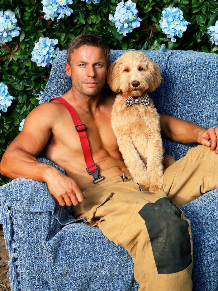 Пожарные Австралии снялись с животными для благотворительного календаря 2020  18
