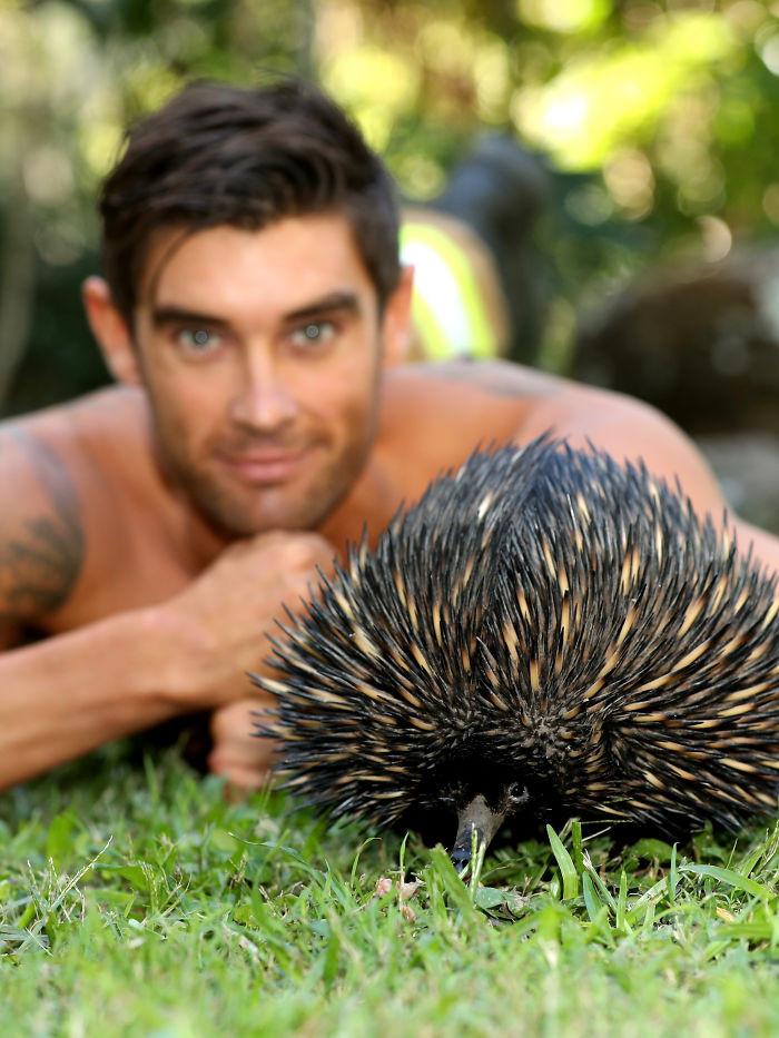 Пожарные Австралии снялись с животными для благотворительного календаря 2020  19