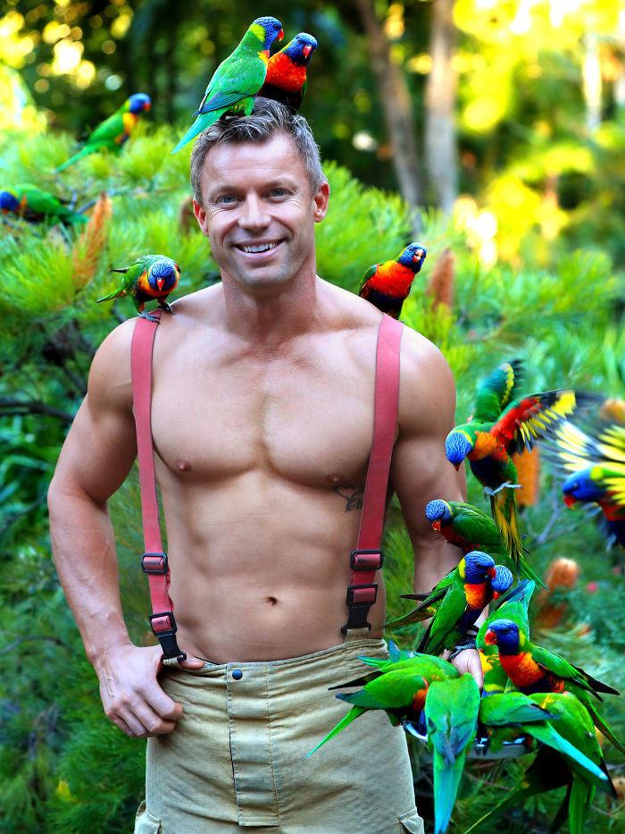 Пожарные Австралии снялись с животными для благотворительного календаря 2020  9