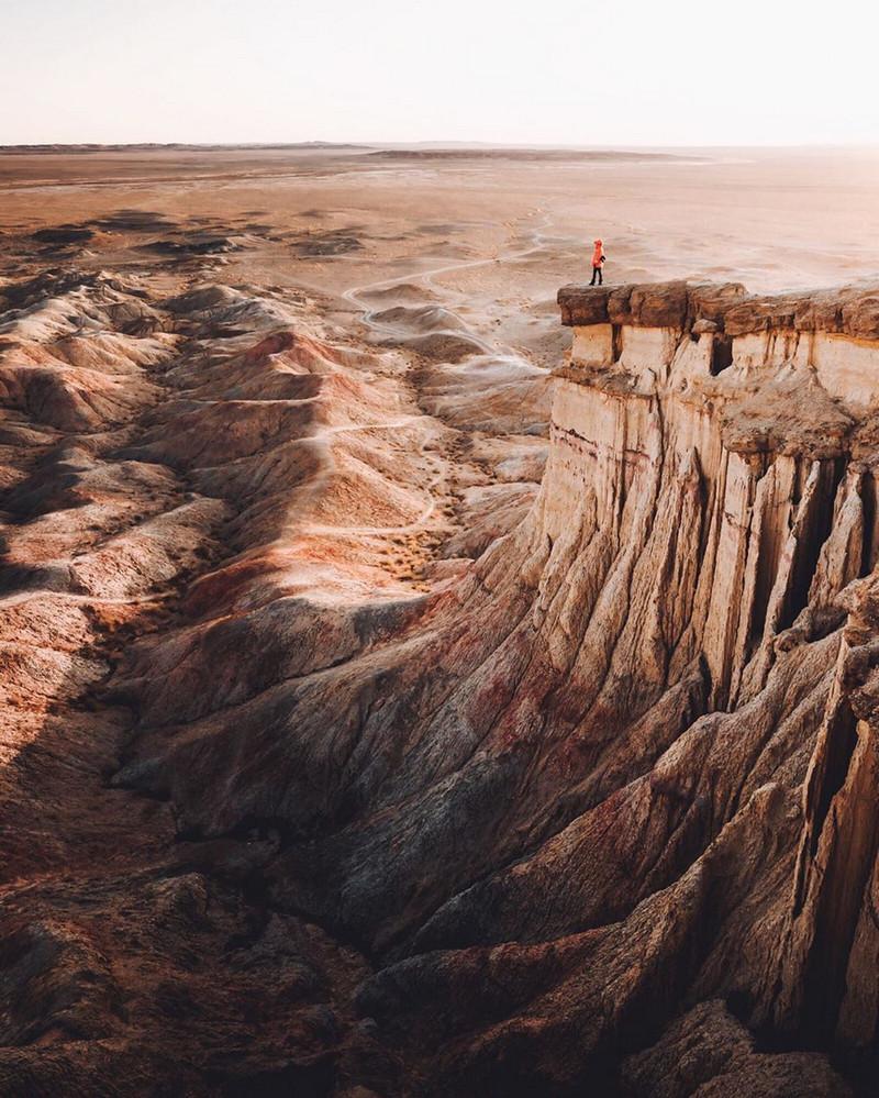 Фотографии Лео Томаса: от портретов орлиной охотницы в Монголии до пейзажей Гренландии 11