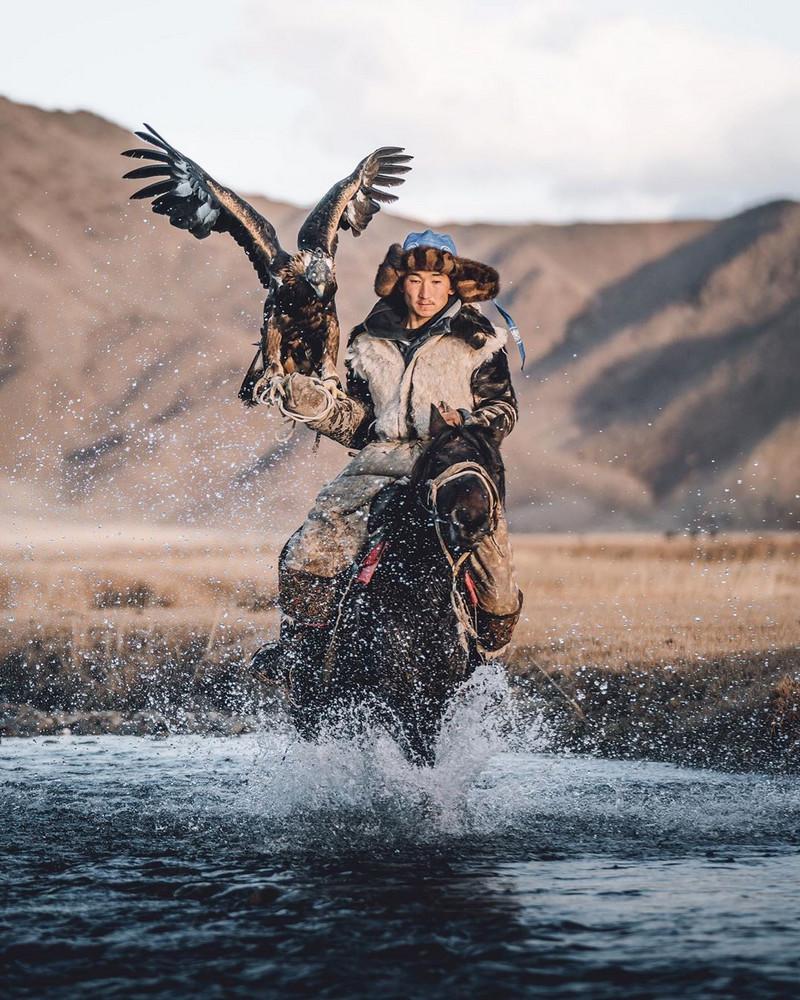 Фотографии Лео Томаса: от портретов орлиной охотницы в Монголии до пейзажей Гренландии 5