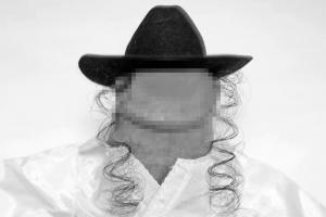 Нью-йоркский фотограф занимается профессиональной фэшн-съёмкой пенисов