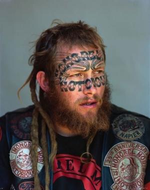 Суровые портреты новозеландской банды Монгрел Моб. Фотограф Джоно Ротман