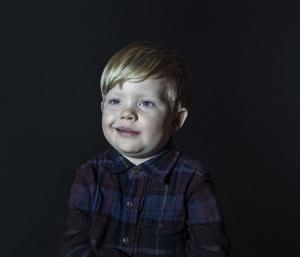 """Фотопроект Idiot Box: портреты детей, прилипших к """"зомбоящику"""""""