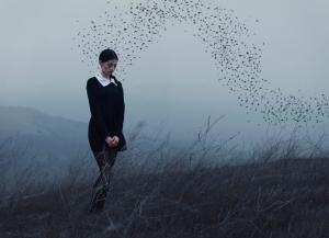 10 талантливых концептуальных фотографов, которые сюрреалистично смотрят на тьму