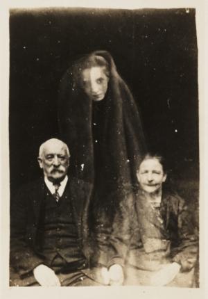 Утешая скорбящих: фотографии призраков от Уильяма Хоупа