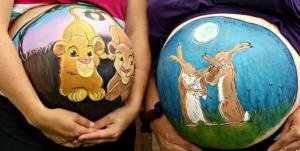 Сказочные рисунки на животах беременных женщин