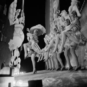 Фоли-Бержер: перья и легкомыслие в одном из самых популярных ночных клубов Парижа (1937 год)