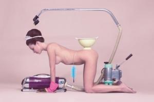 Мебельный бондаж с голыми женщинами в фотографиях Мелани Бонаджо