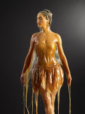 Голые люди, облитые мёдом в фотографиях Блейка Литтла