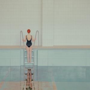 Минимализм в пастельных тонах – фотосерия Марии Сварбовой «Плавательный бассейн»