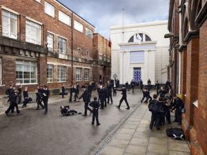 Школьные площадки разных стран. Фотограф Джеймс Моллисон