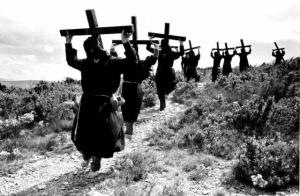 Особые традиции, ритуалы и культура в чёрно-белых фотографиях Кристины Гарсиа Родеро