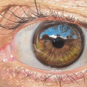 19-летний художник рисует гиперреалистичные глаза цветными карандашами